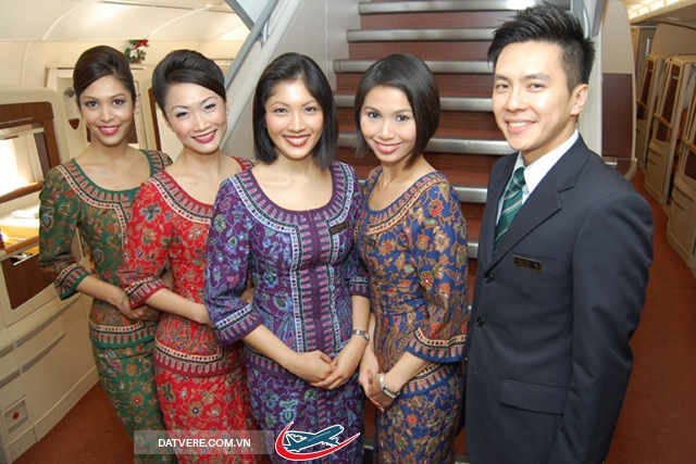 """Singapore Airlines' iconic Singapore Girl first appeared in 1972 wearing the """"sarong kabaya"""" uniform, inspired by traditional attire found across much of Southeast Asia."""